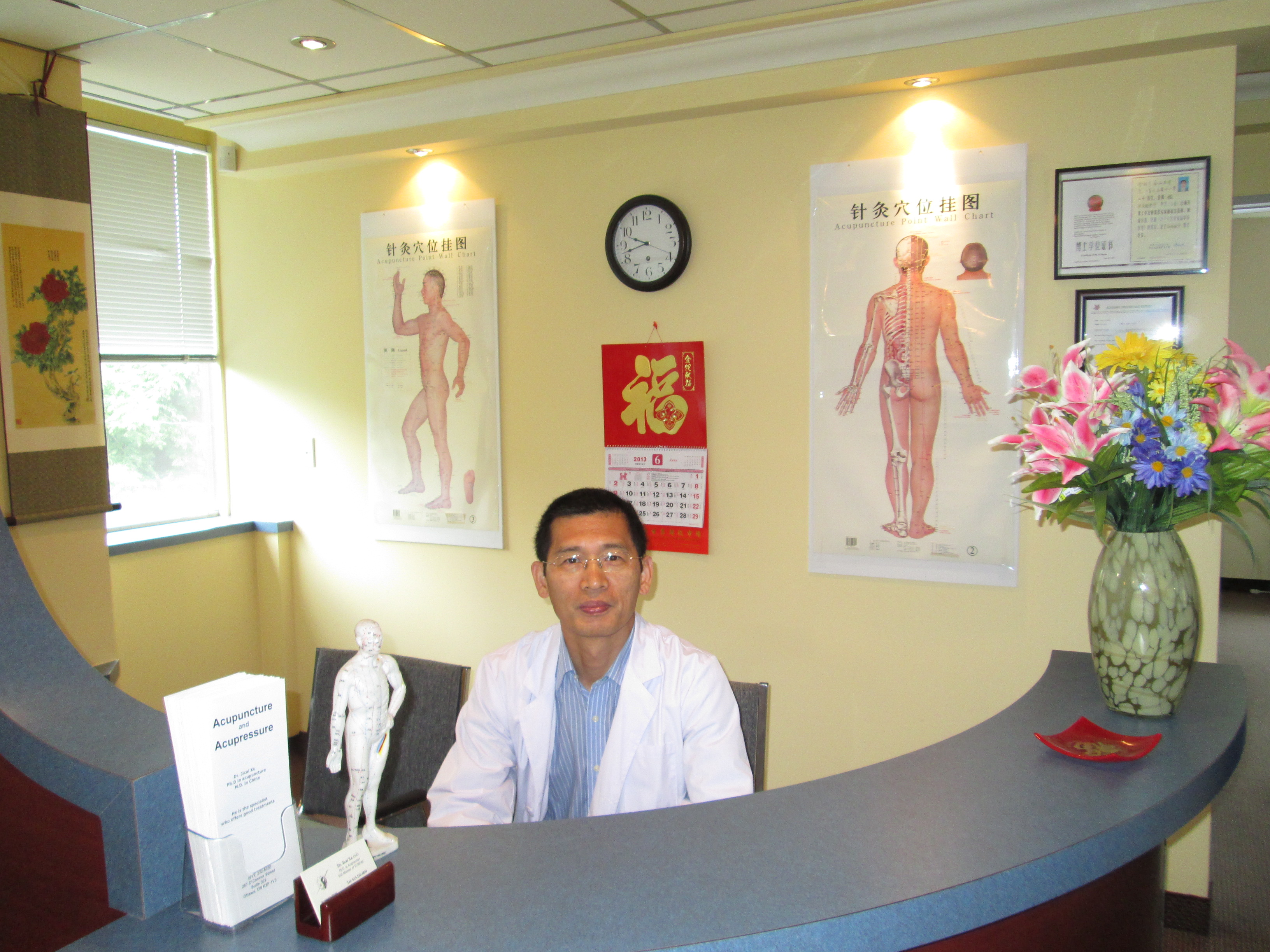 Practitioner Jicai Xu at Xu Acupuncture Ottawa